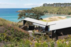 Otaha Beachfront Lodge by Touch of Spice