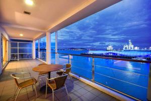 QV Private Waterfront Apartment - Princes Wharf