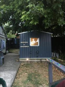 Kiwi Hosts