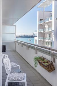 Large 1BR Apartment at the Waterfront