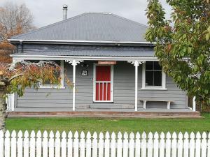 Grasslands Old Railway Farm Cottage