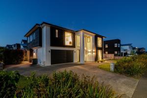Long Bay Spacious Luxurious Modern 5 Bedroom House