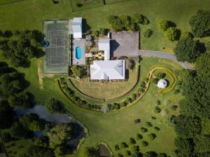 Magnificent Karaka Estate w/Swimming Pool