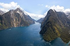 Milford Sound Cruise and Helicopter Flight including Scenic Landings from Queenstown