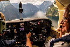Full-Day Luxury Milford Sound Tour by Coach and Cruise and Aeroplane from Queenstown